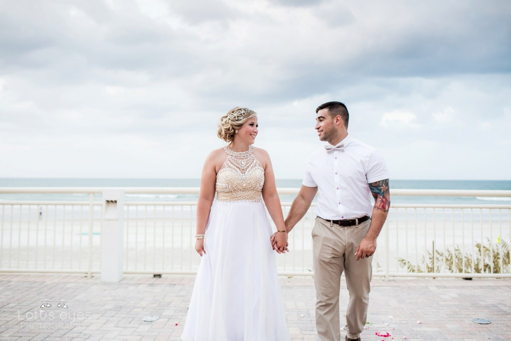 Candid Artistic wedding photographer in Florida